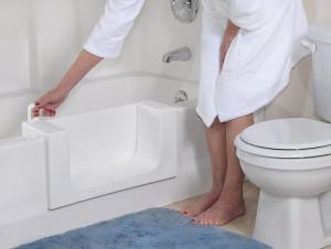 bathtub-with-leakproof-door